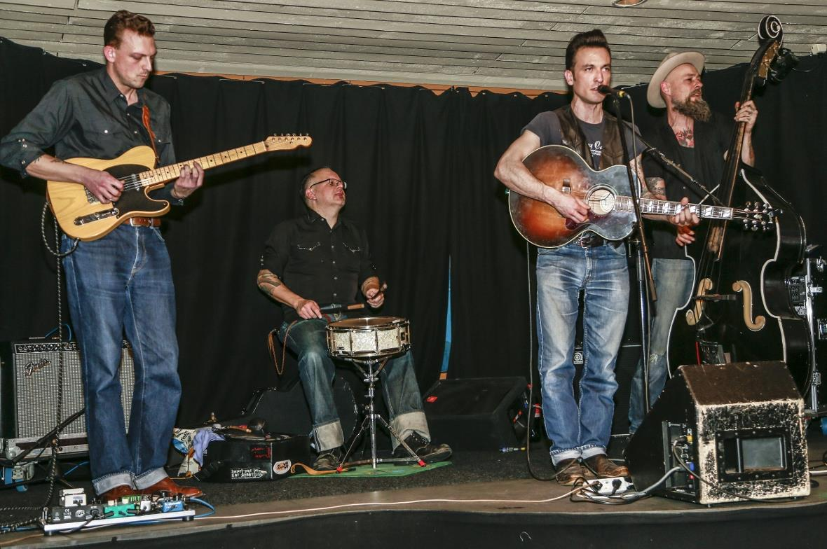 «Johnny Trouble» live im «Hangar the Club»